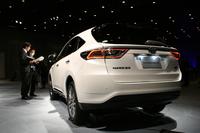 「ハリアーPREMIUM」(ハイブリッド車)。ボディカラーはメーカーオプションの「ホワイトパールクリスタルシャイン」。