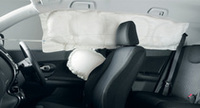 標準装備のサイド&カーテンエアバッグで側面衝突に備える。