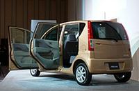 ドアは前後共におよそ90度まで開くことができ、車内へのアクセスをしやすくしたという。