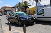 新しいタクシーには、スペイン工場製の「シトロエン C-エリゼ」が多数。リスボン県カスカイスにて。