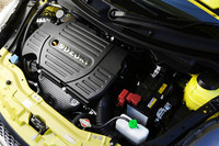 M16A型1.6リッター直4エンジンは136psと16.3kgmを発生する。JC08モードの燃費値は14.8km/リッター。