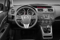 新型「マツダ5」の運転席まわり。2リッター、1.8リッターモデルともに、写真の6段MTモデルが用意される。(欧州仕様車)