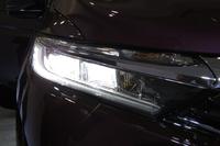 ハイブリッド車のLEDヘッドランプ。
