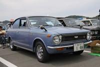 これもシングルナンバー付きのワンオーナー車という初代「カローラ・スプリンター1200SL」(1969年)。2代目以降はカローラの双子車となるスプリンターだが、初代はカローラのクーペモデルの名称だった。新車時から装着しているというスチールにメッキした「エルスター」ホイールも超希少。