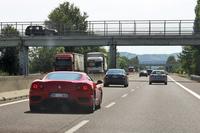 イタリアを縦断するアウトストラーダ「太陽の道」で。幹線とはいえ、フェラーリやランボルギーニに遭遇するのは極めてまれだ。