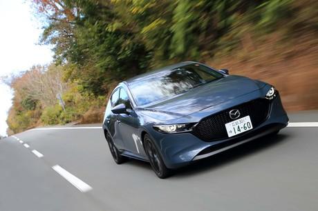 次世代エンジンとして注目を集めてきた「スカイアクティブX」を搭載した「マツダ3」が、いよいよ日本の道を...