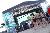 参加者だけでなく、ビーチに遊びにきた人々も「Bienvenidos(ようこそ)!」