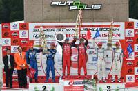 GT500クラス表彰式の様子。2015年シーズンのSUPER GTも、残るはあと1戦となった。