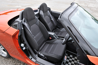 テスト車にはオプションのブラックインテリアパック(3万2400円)が装備されていた。