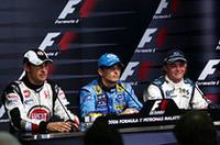 自身3度目のポールポジションを獲得したフィジケラ(中央)。バトン(左)はフロントローから念願の初優勝を狙う。予選3位は20歳のルーキー、ニコ・ロズベルグ(右)。初戦バーレーンGPでのファステストラップにつづく快挙だ。(写真=Honda)
