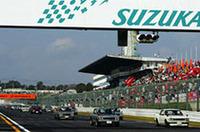 """レース前、今シーズン限りで活動を""""一時休止""""する「スカイラインGT-R」がパレード走行した。"""