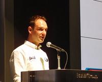 「BMWを知り尽くしたドライバー」と評されるヨルグ・ミューラー。おどけながらも、力強くレースへの意気込みを語った。