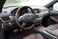 ハンドル位置は左のみの設定となる。テスト車の内装色は「ブラック/タバコブラウン/マロン」。