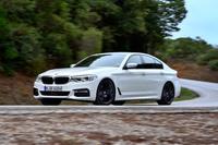新型「5シリーズ」には2種類のソリッド系、11種類のメタリック系の外装色が用意されている。オーダーメイドサービス「BMWインディビジュアル」の色も含めると、全21種類の中から外装色を選ぶことができる。