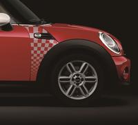 日本専用の限定車「MINIスピードゲート」登場の画像