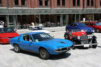 左が1970年から77年まで作られた「モントリオール」。ジュリア系のシャシーにベルトーネ・デザインのボディを被せ、2.6リッターV8エンジンを搭載。右が65年に50台が限定生産された「グランスポルト4Rザガート」。その名のとおりボディはザガート製で、ジュリアTI用の1.6リッター・エンジンを積む。
