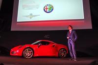 東京都内で開催された「4C」の発表会では、アルファ・ロメオのエクステリアチーフデザイナー アレッサンドロ・マッコリーニ氏も登壇。同車のデザインにこめたこだわりについて、熱く語った。