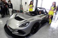 日本で初公開された「ロータス3イレブン」。ドライバーズシートに収まっているのは、エルシーアイの高橋一穂代表取締役。