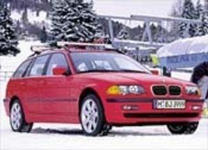 アルファ・スポーツワゴン2.0TSセレスピード(5MT)/BMW318iツーリング(4AT)【ライバル車はコレ】