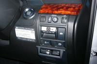 新型「レガシィ」シリーズではパーキングブレーキが電動式となった。