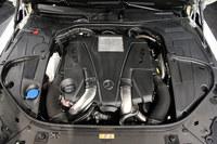 「S550カブリオレ」に搭載される4.7リッターV8ツインターボエンジン。