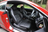 シートは、サイドサポートの豊かな本革製。セットオプション「AMGスポーツパッケージ」をセレクトしたテスト車には、前席のみシートベンチレーターが備わる。