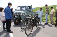 昭和の働き者コーナー。戦前からマツダと並ぶ三輪トラックメーカーだったダイハツの、最後のオート三輪となった1972年「CM」型。基本的には50年代以来のモデルである。2台のバイクモーター(これぞ「原動機付き自転車」)は、1953年ごろの「マルウチ」号。