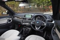 センタークラスターをドライバー側に傾けるなど、インストゥルメントパネルまわりはドライバーオリエンテッドなデザインとなっている。