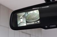 車両周辺の様子が確認できる「アラウンドビューモニター」。その映像はルームミラーやナビ画面(対応機種)に表示可能。