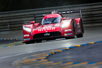 日産が最高峰クラスに送り込んだ「GT-R LM NISMO」。レーシングカーとしては珍しいFFの駆動方式が採用されている。