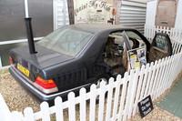 「ナショナルモーターミュージアム」の「The World of Top Gear」展から。 『トップ・ギア』2006年放送「メルセデスコテージ」の回に登場した、トランクリッドから煙突を突き出した「メルセデス・ベンツSクラス」。