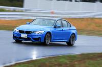 雨の袖ケ浦フォレストレースウェイでおっかなびっくり「BMW M3」の「駆けぬける歓び」を味わう。