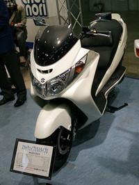 こちらはスズキのスクーター「スカイウェブ250タイプS」(59万7450円)