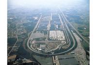 ディズニーランド6個分という、広大な敷地を誇る日産栃木工場。施設の周囲を、全長6.5kmにおよぶ長大なテストコースが囲っている。