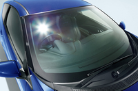 フロントウィンドウのガラスは、赤外線と紫外線カットの機能付き。