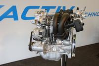 マツダの次世代環境型ガソリンエンジン「SKYACTIV-G 2.0」。高圧縮化と低フリクション化を突き詰め、従来型ユニットに比べ燃費向上とトルクアップを実現した。