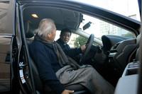 前席の背もたれは、先代モデルのものより50mm上方に伸長。座面の上下調節幅(60mm)も、20mmアップしている。
