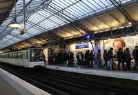 パリ地下鉄6号線ラ・モトピケ・グリュネール駅。