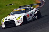 GT300クラスを制した、No.3 S Road NDDP GT-R(関口雄飛/千代勝正組)。