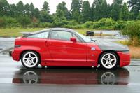 こちらは、1991年式の「アルファ・ロメオSZ」。速さはもちろん、名機と言われる3リッターV6ユニットの快音にも惚れ惚れ。