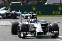 スタートで運良くトップに立てたロズベルグだったが、高速コースで特に難しいとされるブレーキングをミスし2回もコースアウト。29周目におかした2度目のエラーは致命的で、背後から猛追を仕掛けるハミルトンに首位の座を明け渡してしまった。29点あったポイントリードは22点にまで縮まった。(Photo=Mercedes)
