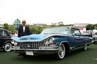 高校時代のドリームカーだった「1959年型ビュイック・エレクトラ225」を、定年後にあちこち探してようやく手に入れたという石井英樹さん。東京からの参加。