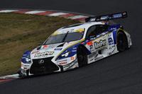 予選トップのNo.37 KeePer TOM'S RC F(ジェームス・ロシター/平川 亮)。決勝は、昨年の覇者であるNo.1 MOTUL AUTECH GT-Rの逆転を許す展開に。