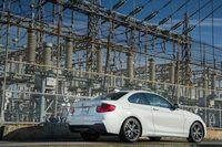 「BMW 2シリーズ クーペ」の上級グレードにあたる「M240i」。2リッターターボエンジンが搭載される「220i」に対し、こちらには340psの3リッターターボエンジンが搭載される。