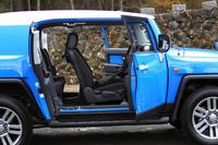 リアドアは90度の開口が可能で、後席への乗り降りもスムーズに行える。