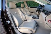 「エクスクルーシブパッケージ」では、シート表皮はナッパレザーとなる。前席にはマッサージ機能まで備わる。