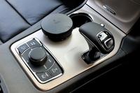 ZF社製8段ATは新型の目玉のひとつ。3.6リッターV6搭載車では燃費が約8%改善された。
