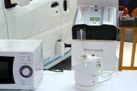 「MiEV power BOX」のサイズは395mm×334mm×194mmで、重さは11.5kg。接続ケーブルとAC100Vの出力端子が1個備わる。最大出力1500W、出力電圧100V±10V、周波数(変更可能)50/60Hz。