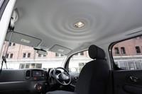 ガラスルーフを装着しない場合は、写真のような波紋模様が天井を飾る。