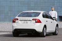 ボルボS60 T6 AWD R-DESIGN(4WD/6AT)/DRIVe(FF/6AT)【短評】